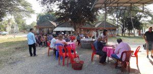 plusieurs personnes village mission humanitaire au cambodge