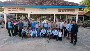 groupe de personnes expérience humanitaire au cambodge