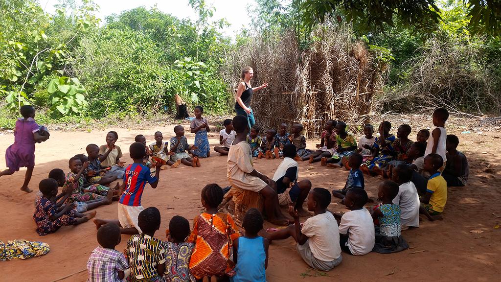 humanitaire togo groupe de personnes enfants