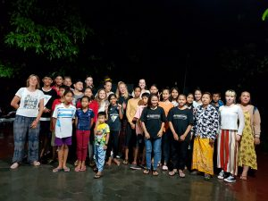 groupe de personnes mission humanitaire au cambodge