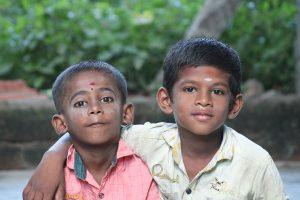 2 enfants mission humanitaire inde du sud