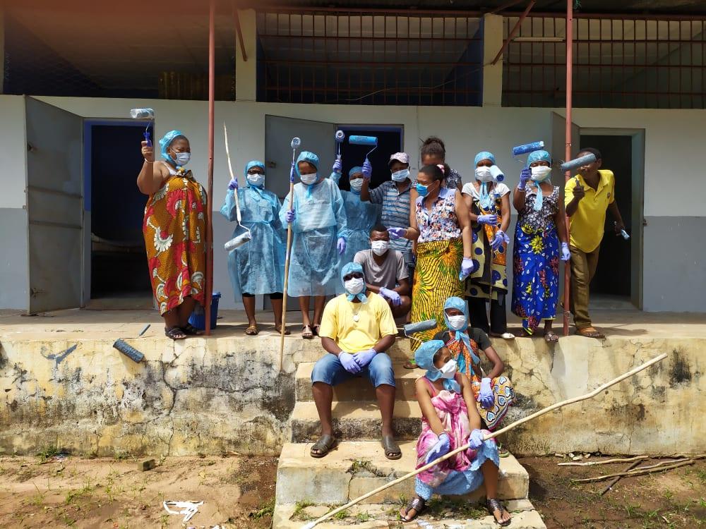 equipes de peinture pour repeindre chu afin de faire face au virus