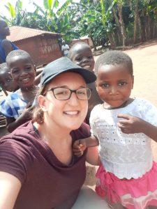 femme enfant partir en mission humanitaire
