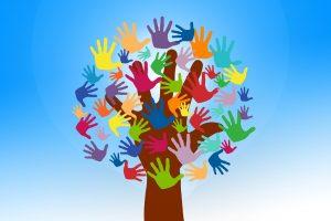 arbre mains en couleur bénévole