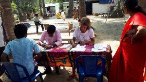 personnes assises crise humanitaire